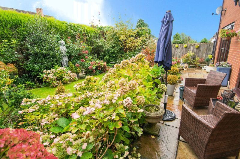 4 bed house for sale in Hill Top Avenue  - Property Image 19