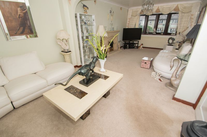 4 bed house for sale in Hill Top Avenue  - Property Image 4