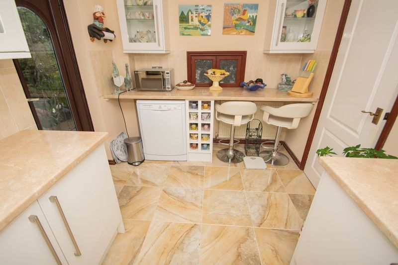 4 bed house for sale in Hill Top Avenue  - Property Image 6