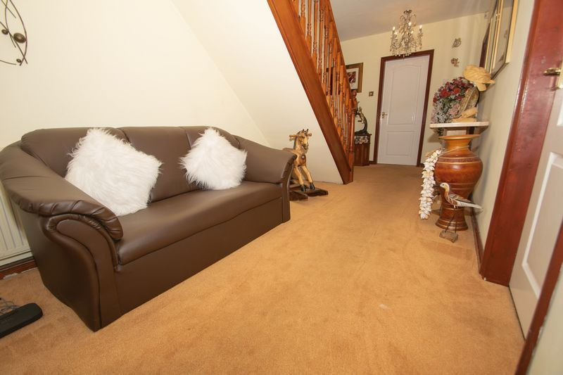 4 bed house for sale in Hill Top Avenue  - Property Image 7