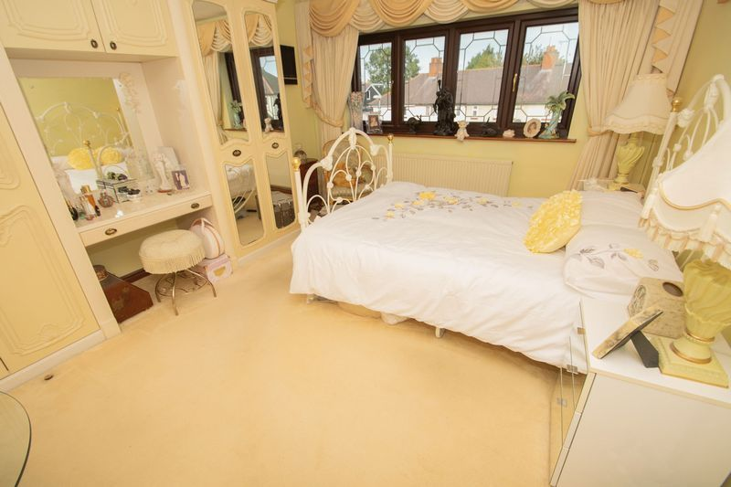 4 bed house for sale in Hill Top Avenue 10
