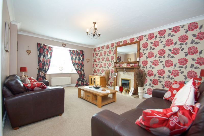 5 bed house for sale in Findon Close 2