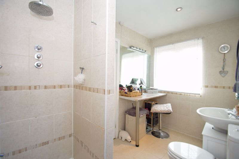 5 bed house for sale in Findon Close  - Property Image 14