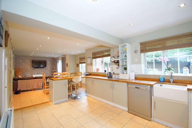 5 bed house for sale in Findon Close 6
