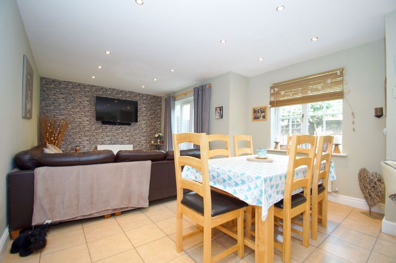 5 bed house for sale in Findon Close 8