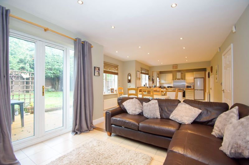 5 bed house for sale in Findon Close 10