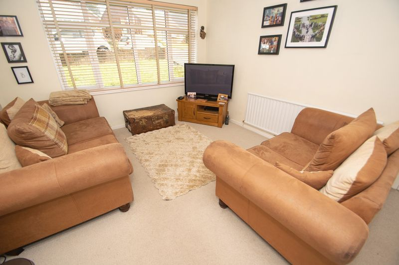 4 bed house for sale in Hillbrow Crescent  - Property Image 3