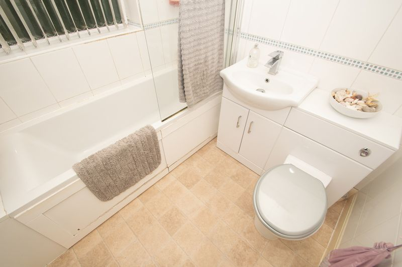 4 bed house for sale in Haden Park Road  - Property Image 11