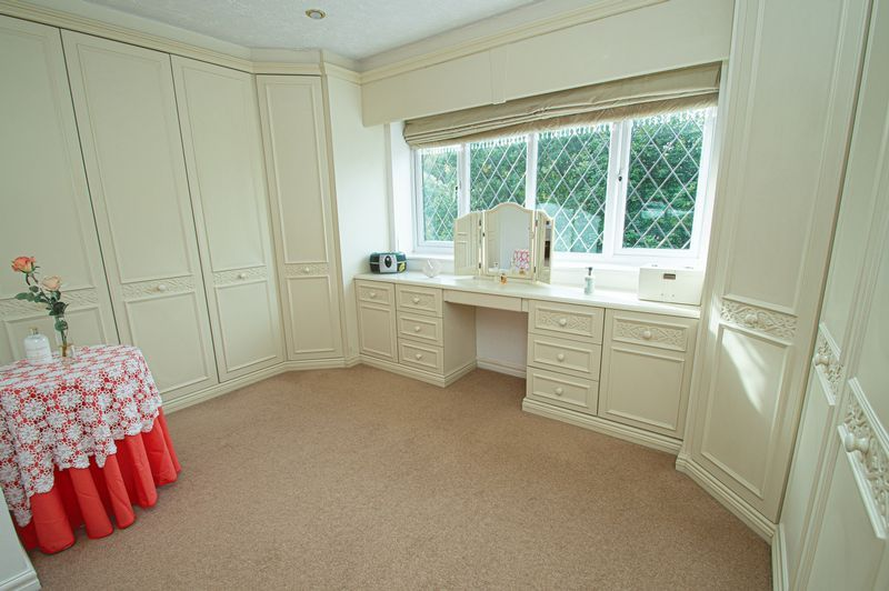 4 bed house for sale in Chesterton Close  - Property Image 14