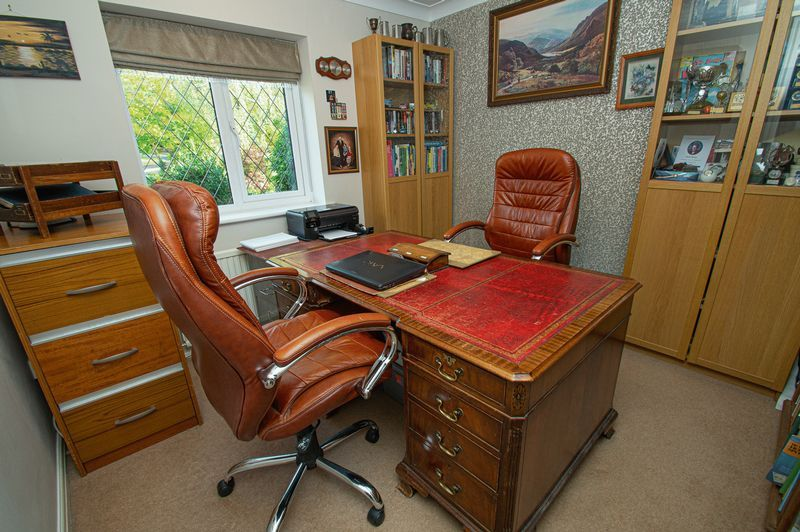 4 bed house for sale in Chesterton Close 17
