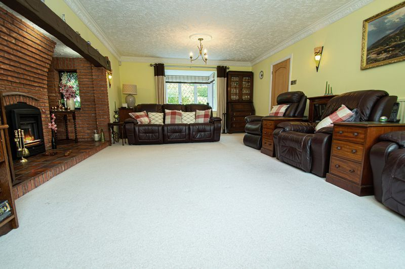 4 bed house for sale in Chesterton Close  - Property Image 8