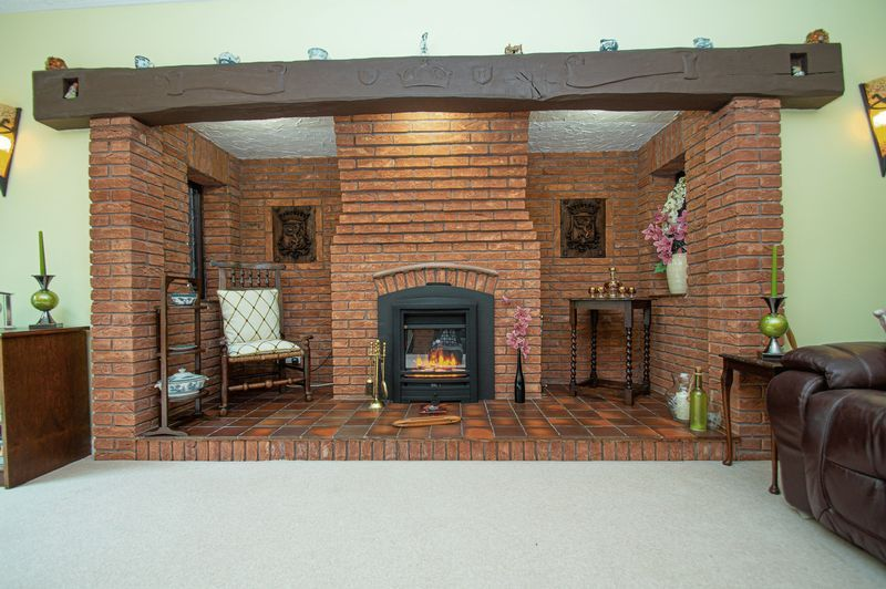 4 bed house for sale in Chesterton Close 9