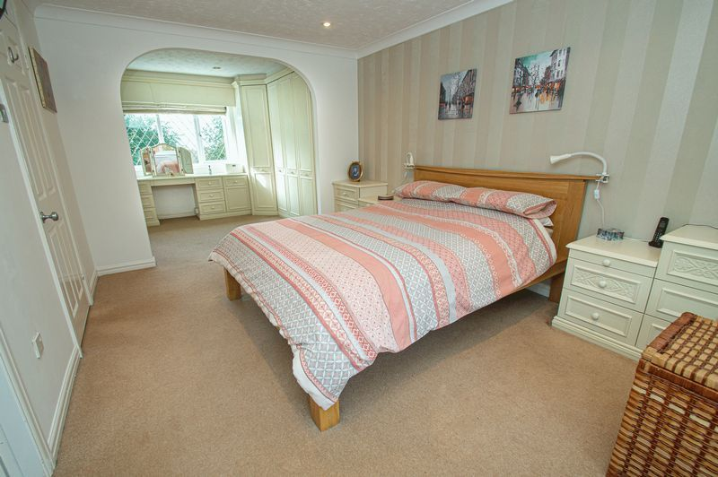 4 bed house for sale in Chesterton Close  - Property Image 10
