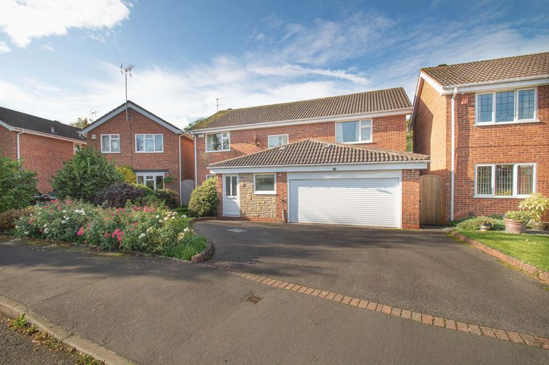 4 bed house for sale in Illshaw Close 1