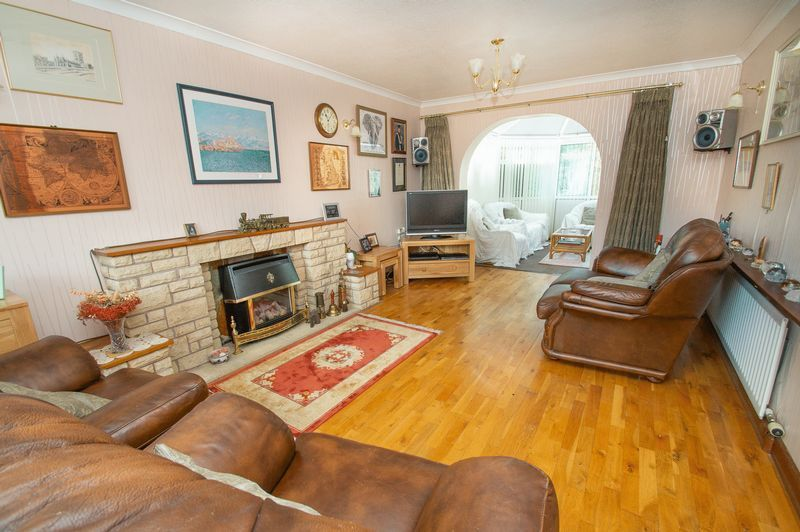 4 bed house for sale in Illshaw Close 2