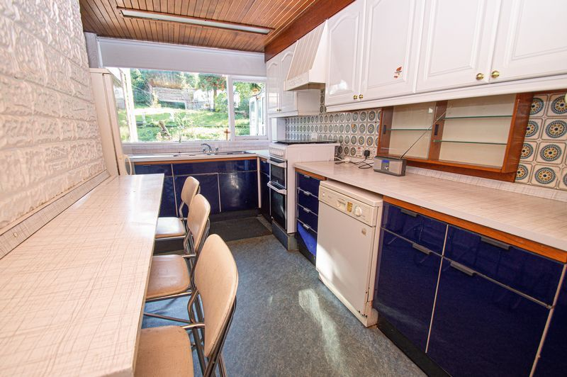 3 bed house for sale in Barrs Road 4