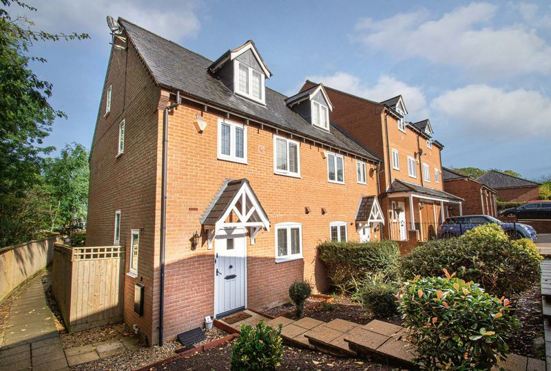 3 bed house for sale in Shakels Close 1