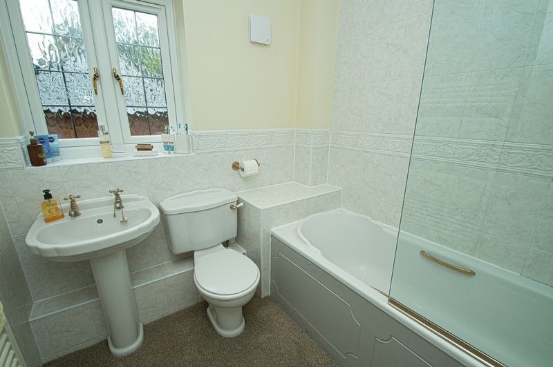3 bed house for sale in Shakels Close 12