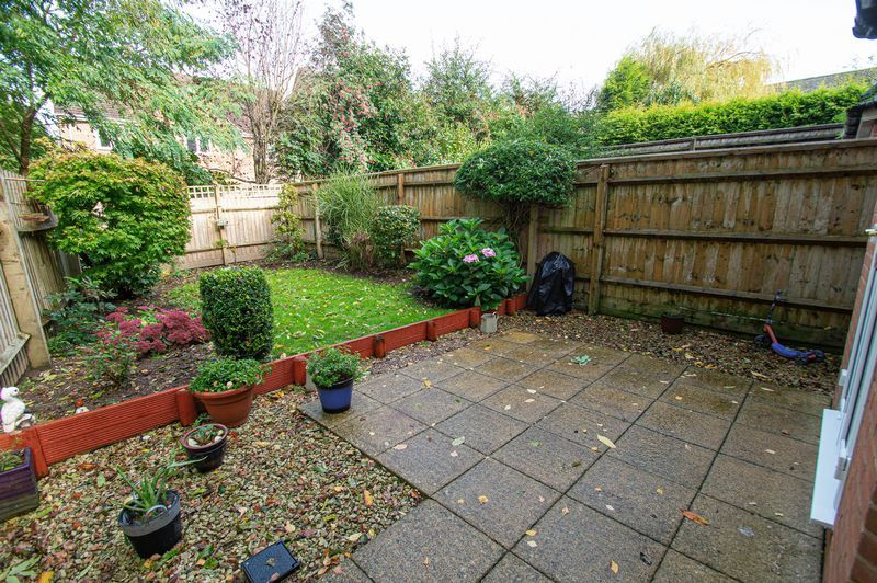 3 bed house for sale in Shakels Close 15