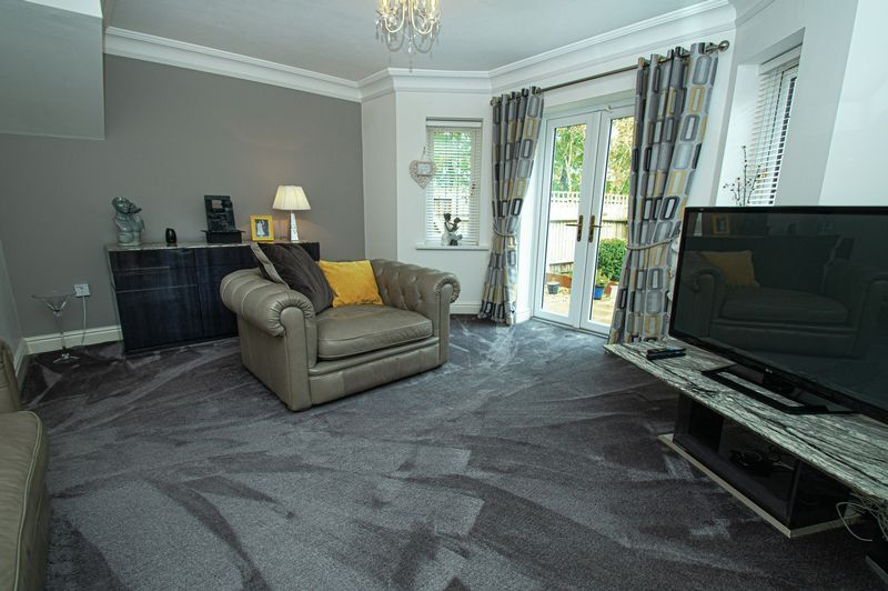 3 bed house for sale in Shakels Close 5