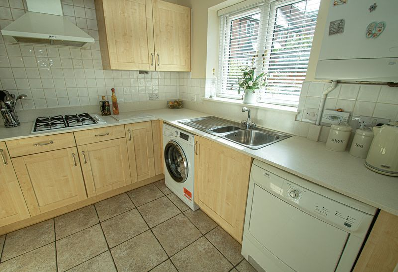 3 bed house for sale in Shakels Close 6
