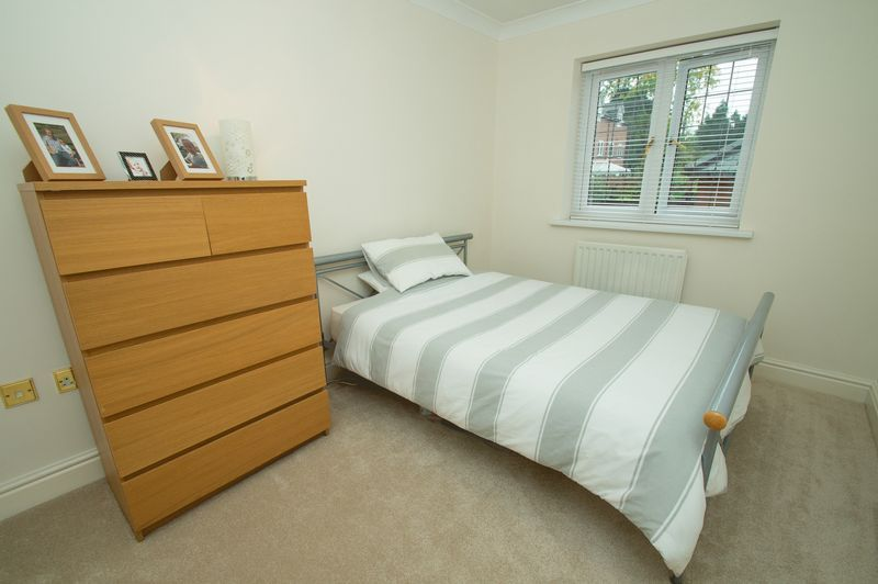 3 bed house for sale in Shakels Close 10