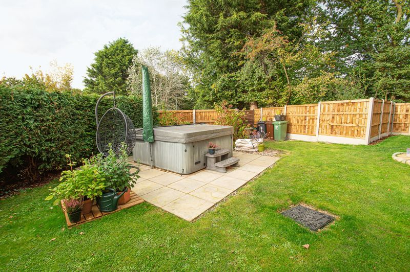 3 bed house for sale in Longhope Close 18