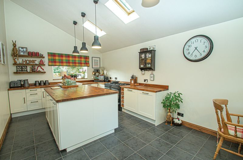 3 bed house for sale in Longhope Close  - Property Image 3