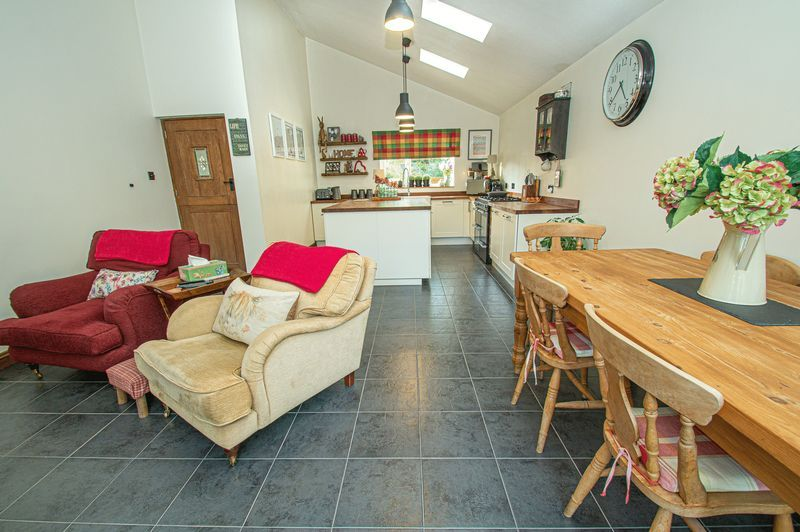 3 bed house for sale in Longhope Close 6
