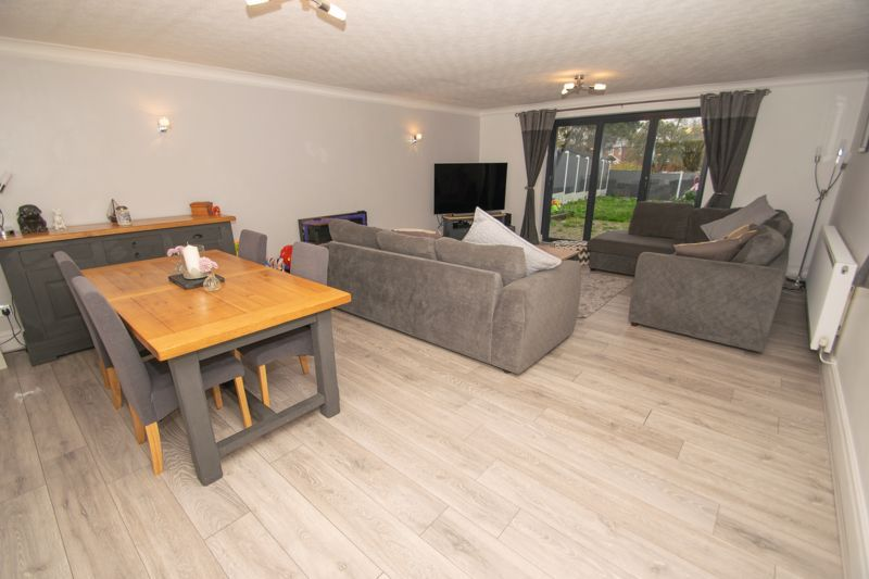 3 bed house for sale in Hagley Road 2