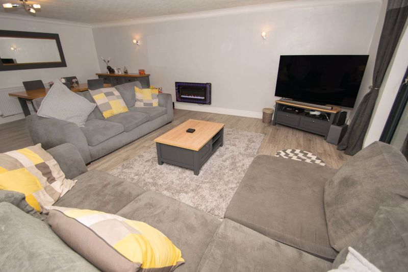 3 bed house for sale in Hagley Road 3