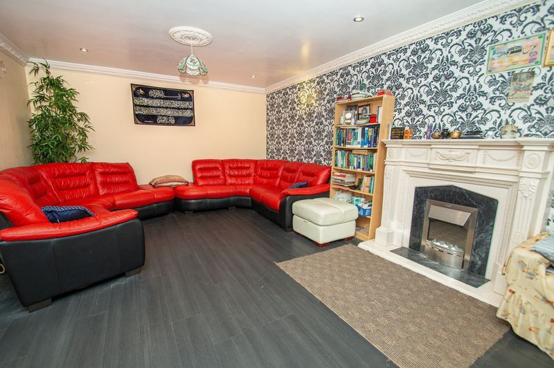 5 bed house for sale in Vicarage Road 2