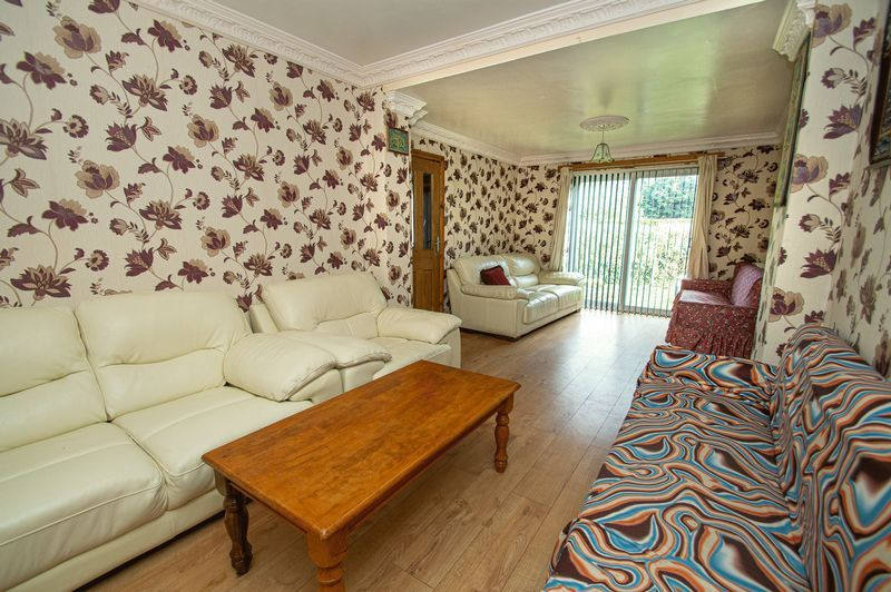 5 bed house for sale in Vicarage Road 5