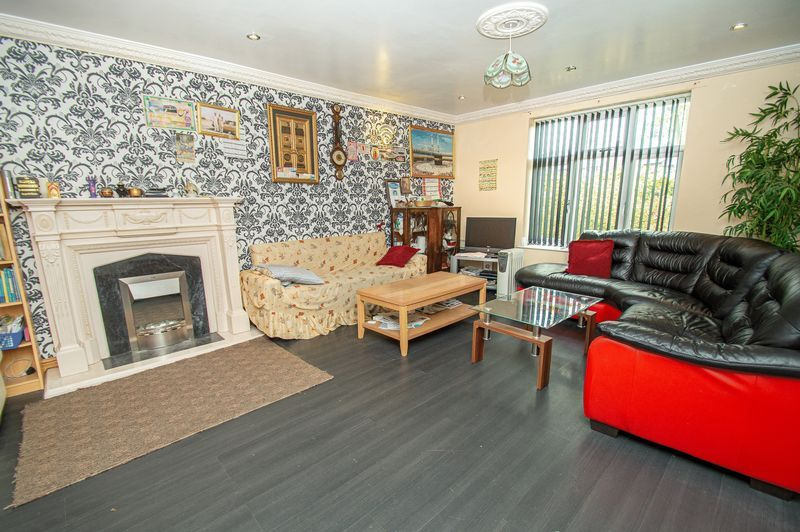 5 bed house for sale in Vicarage Road 6