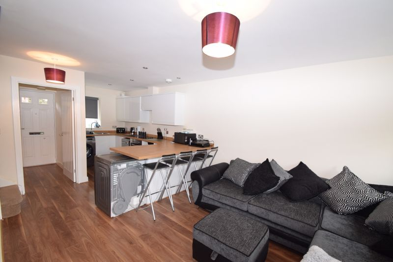 2 bed house to rent in Vale Court 3