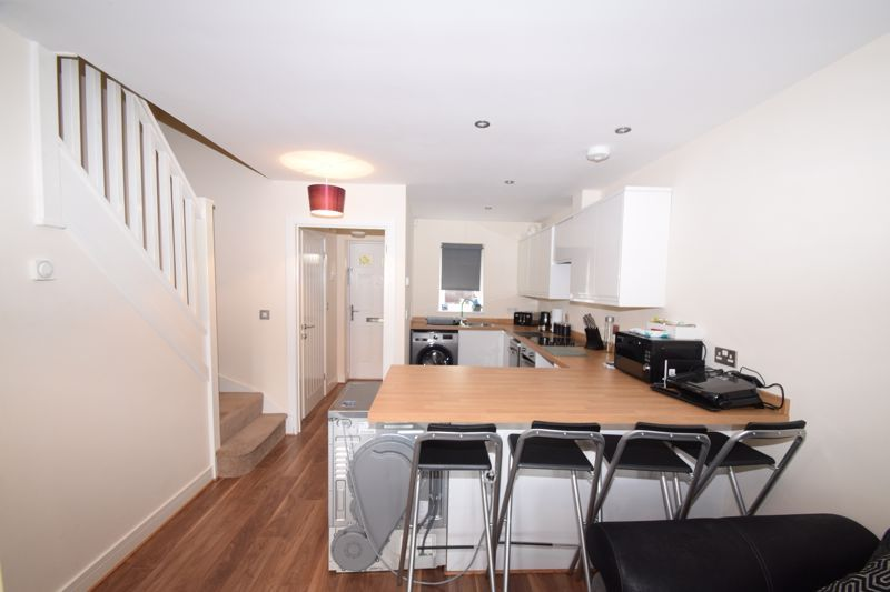 2 bed house to rent in Vale Court 4