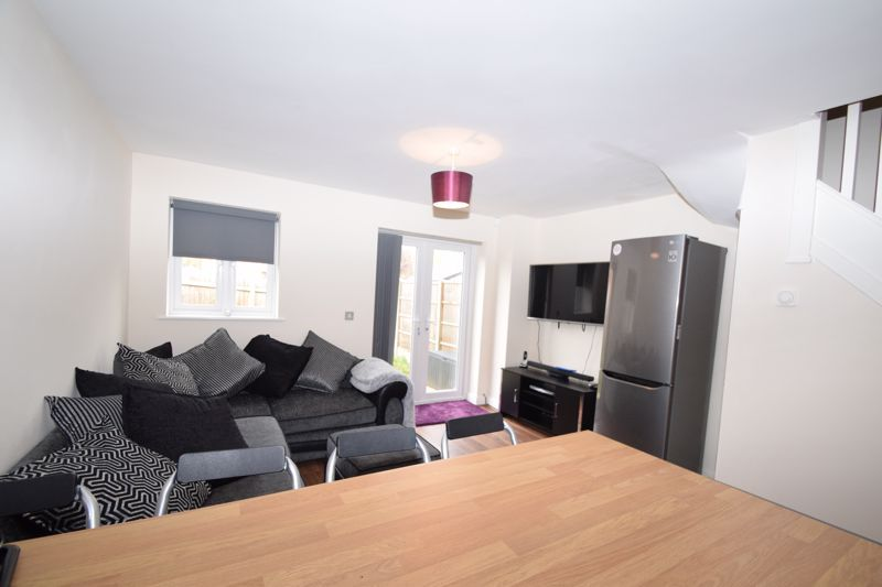 2 bed house to rent in Vale Court 5