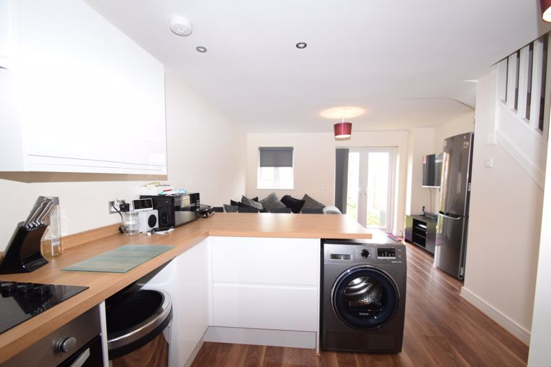 2 bed house to rent in Vale Court 6