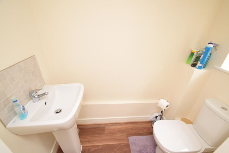2 bed house to rent in Vale Court 7