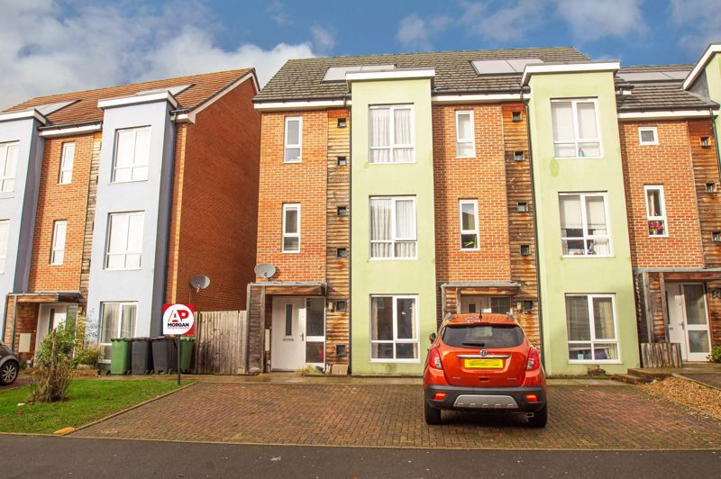 4 bed house for sale in Arlingham Avenue 1