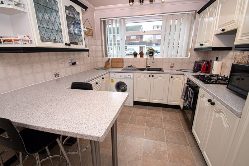 3 bed house for sale in Leavale Road 5