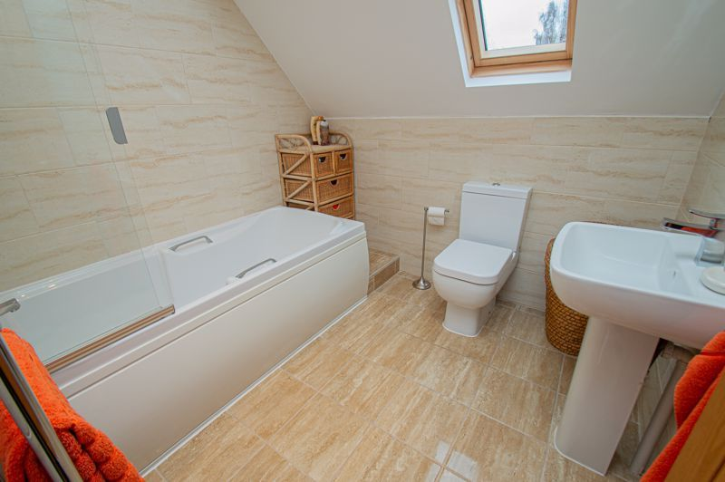 3 bed house for sale in Newfield Crescent 18