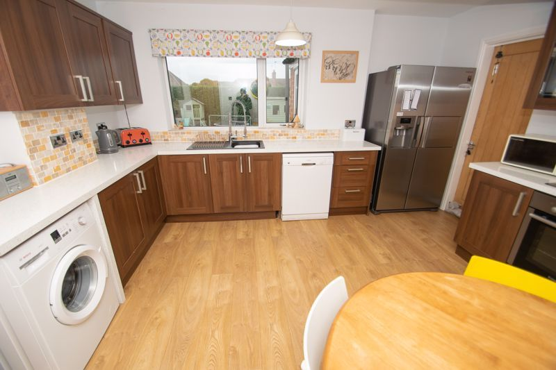 3 bed house for sale in Dunstall Road  - Property Image 5