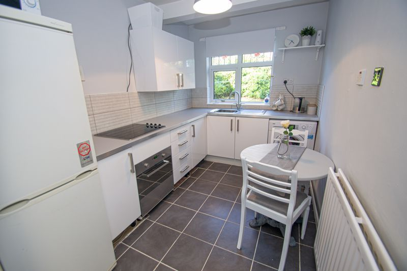 1 bed flat for sale in Oldbury Road 3