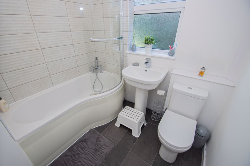 1 bed flat for sale in Oldbury Road 5