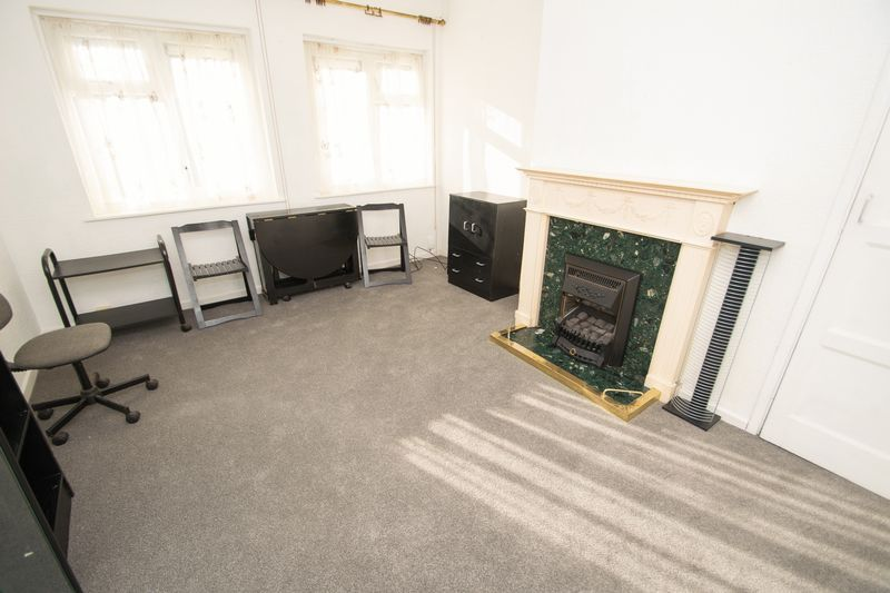 1 bed flat for sale in Cromwell Lane 2
