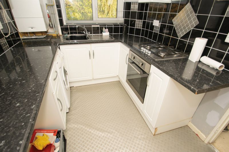 1 bed flat for sale in Cromwell Lane  - Property Image 3