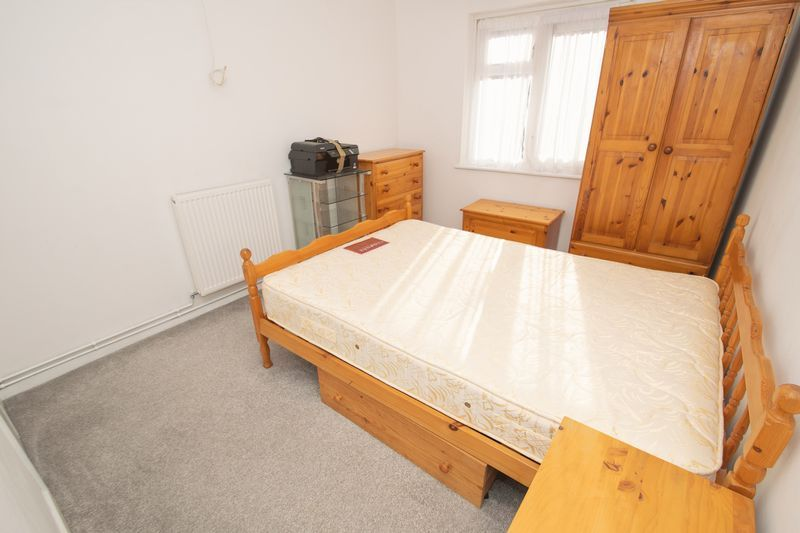 1 bed flat for sale in Cromwell Lane  - Property Image 4