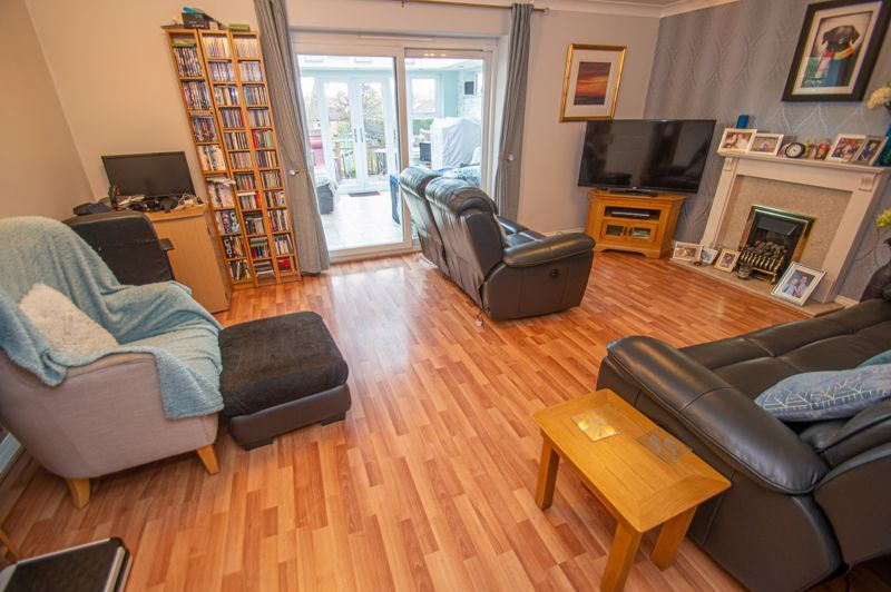3 bed house for sale in Tromans Close 2