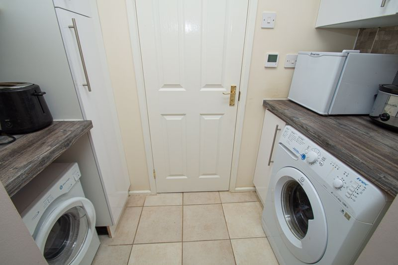 3 bed house for sale in Beverley Close 6